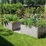 Neugestaltung Garten mit Hochbeeten (aus dechapiertem Metall, rostet nach)