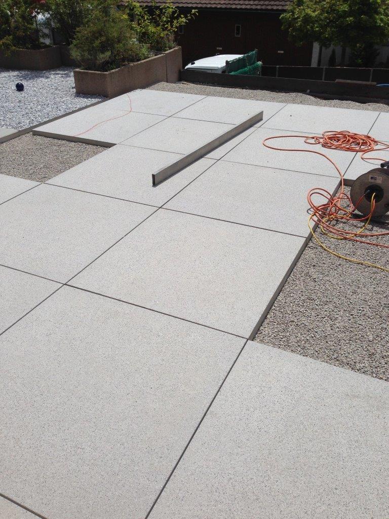 Grossformat-Platten 100x100, Tessiner Granitsplitt zementgrau, sandgestrahlt