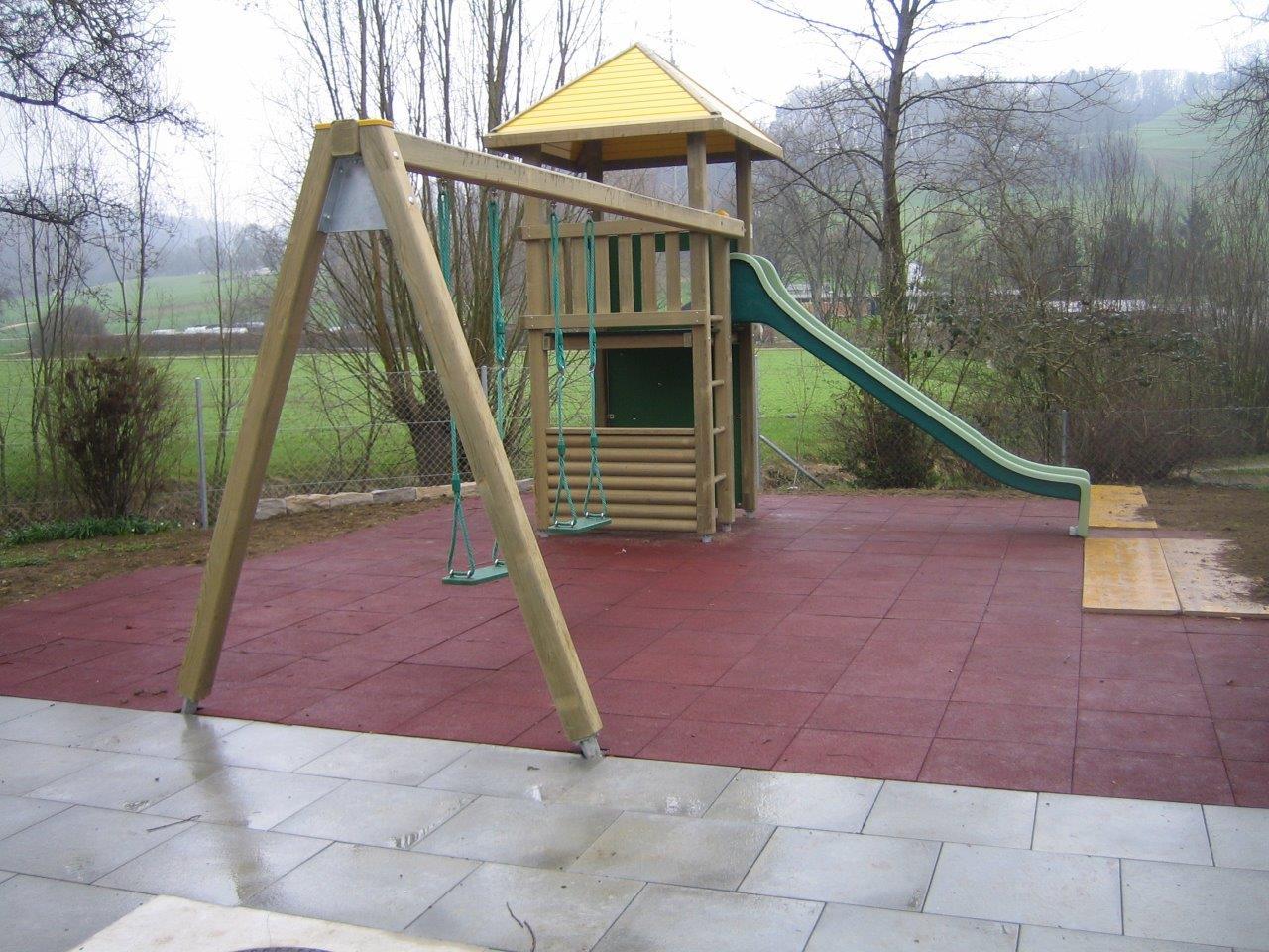 Erstellung Spielplatz mit Geräten und Fallschutz von Bürli AG