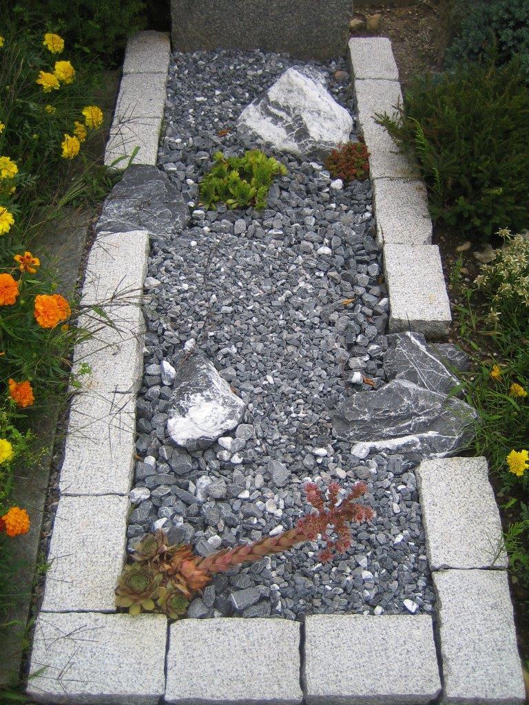 Grab-Gestaltung mit Bündnersteinen